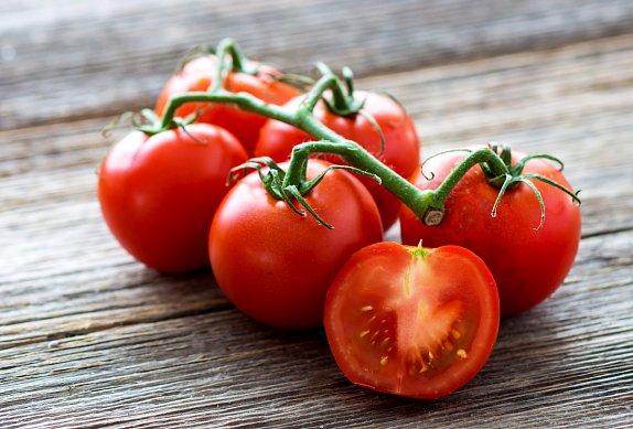 Polenta s romanescem, rajčaty a fetou