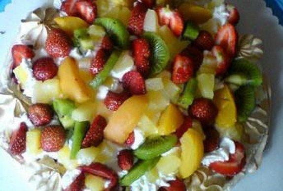 Pavlova plná ovoce