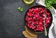 Salát z červené řepy a brusinek