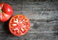 Vepřová kýta na rajčatech