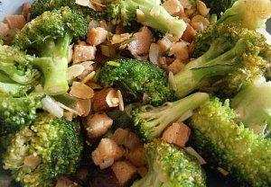 Brokolice opečená se slaninou