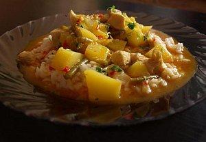Kuřecí kari s limetkovými listy, citronelou a mangem