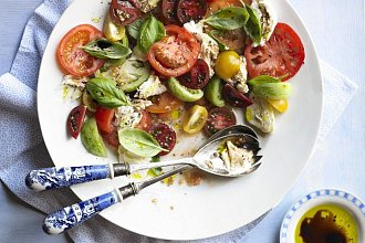 Recepty na nejlepší a nejoblíbenější saláty – postup přípravy, suroviny a více variant receptu
