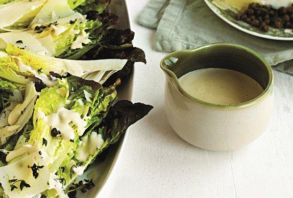 Salátová srdíčka s ančovičkovým dresinkem