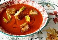 Polévka z paprik a rajčat