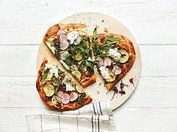 Pizza s pestem a bůvolí mozzarellou