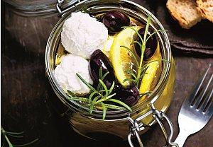Nakládaný kozí sýr s olivami a citronem