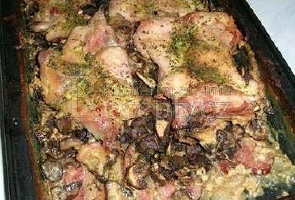 Zapečené kuřecí řízečky s houbami a smetanou