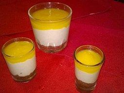 Bezvaječný nepečený mangový cheesecake ve skle