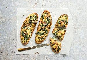 Zapečený chléb se špenátem a sýrem