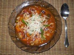 Italská polévka Minestrone Institutu Kompliment
