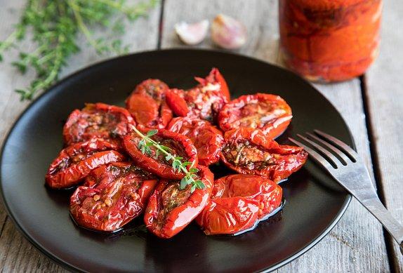 Zelená roláda s tvarohem a sušenými rajčaty