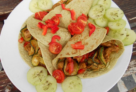 Tortilly s masovo-zeleninovou směsí photo-0