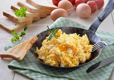 Jak na míchaná vajíčka? Krok za krokem k dokonalému výsledku!