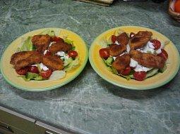 Zeleninový salát s miniřízečky a česnekovým dresinkem
