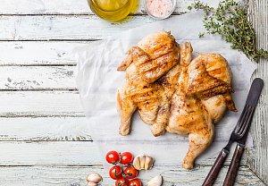 Kuře pečené naplacato v limetkovo-zázvorové marinádě