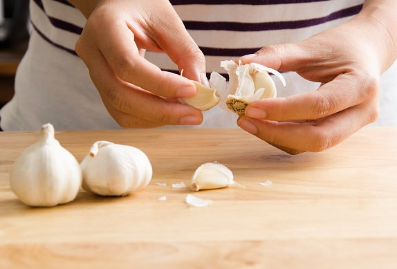 Pečené česnekovo-houbové koleno
