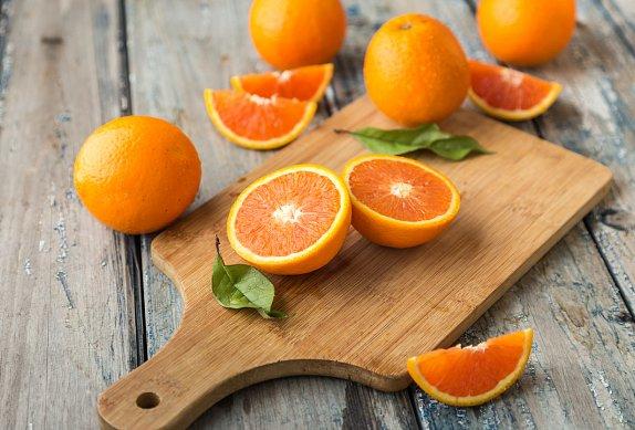 Pomerančová limonáda s granátovým jablkem