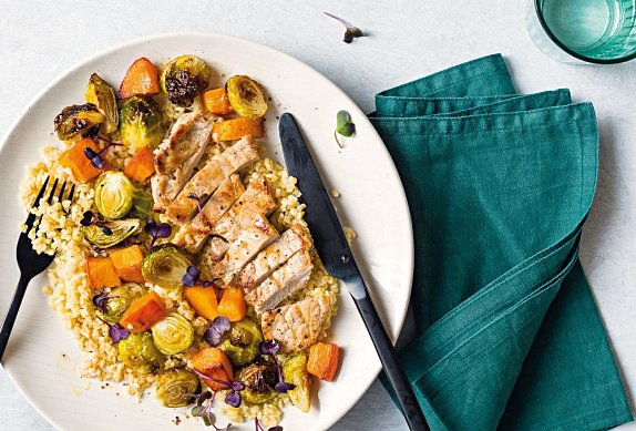 Bulgur s pečenou zeleninou a vepřovým