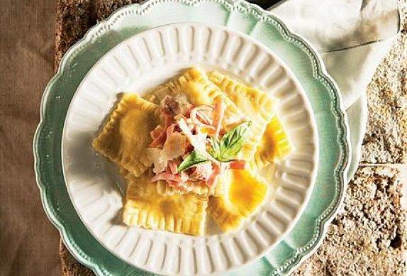 Sorrentinos, ravioly se sýrovou omáčkou