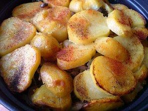 Zapečené brambory s brokolicí a smetanou