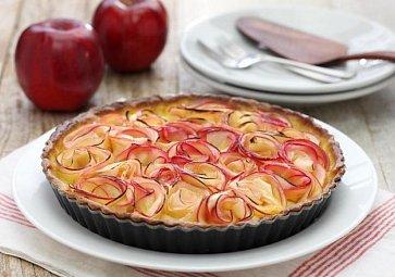 Koláč s růžemi z jablek: Jednoduchý dárek pro vaši drahou polovičku