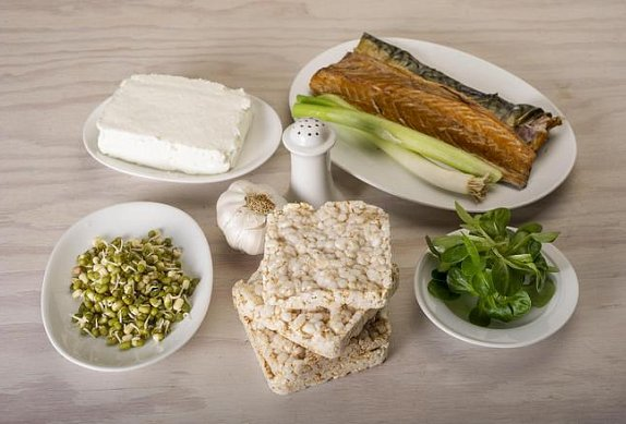 Pomazánka z uzené makrely a pečeného česneku photo-0