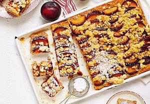 Hrnkový koláč s drobenkou a blumami