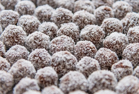 Bílé kokosové kuličky  -  nepečené photo-0