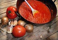 Králík v rajčatové omáčce