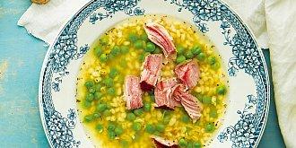 Uzená polévka s kroupami a hráškem