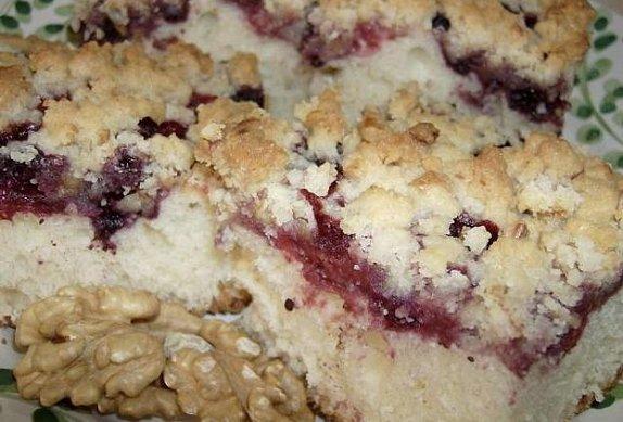 Borůvkový koláč s ořechovou posypkou