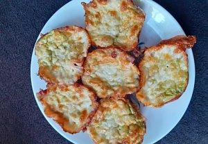 Vajíčkové muffiny se šunkou a avokádem