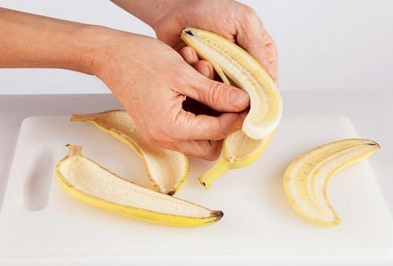 Banánová espuma v čokoládové skořepině se třtinovým želé