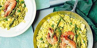 Zelené risotto s chřestem a krevetami
