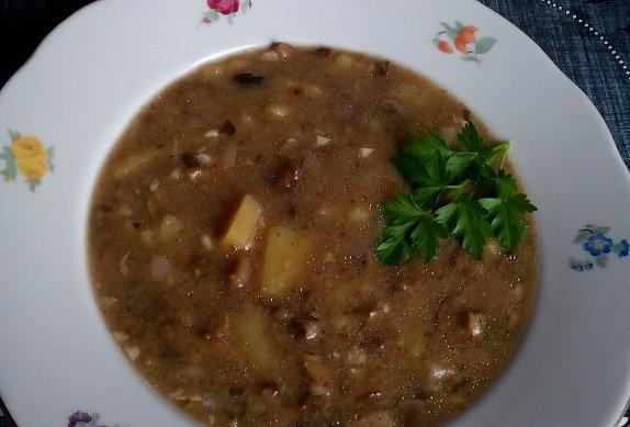 Chlebová bramborová polévka s houbami