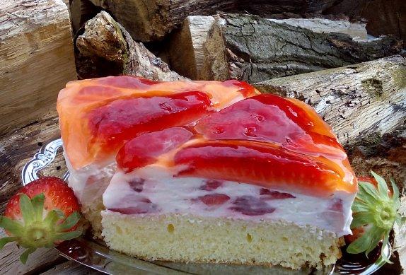 Krémový jahodový dort