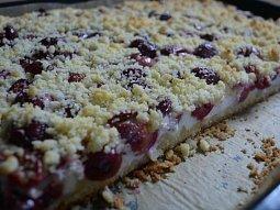 Tvarohový koláč s třešněmi III.