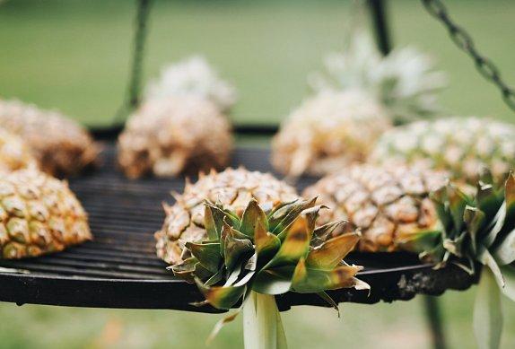 Grilovaný ananas se skyrem a granátovým jablkem
