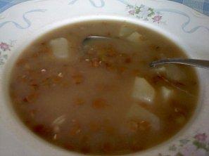 Levná čočková polévka