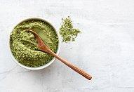 Zmrzlina ze zeleného čaje s karamelizovanými ořechy