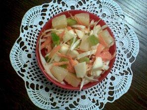 Zeleninovo-ovocný salát s dresingem