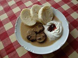 Srnčí maso na smetaně