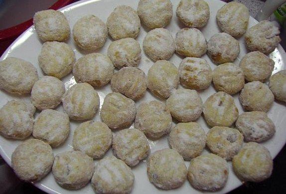 Babiččiny rozinkové sušenky s mandlemi a kandovaným ovocem photo-0