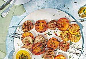 Grilovaná vepřová panenka s meruňkami a kukuřicí