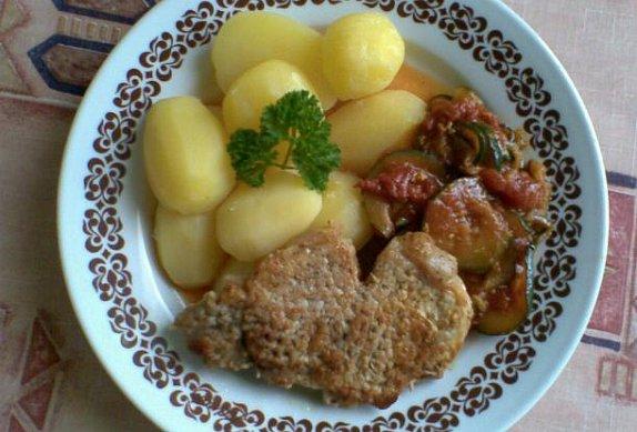 Kari plátky s cuketou a rajčaty