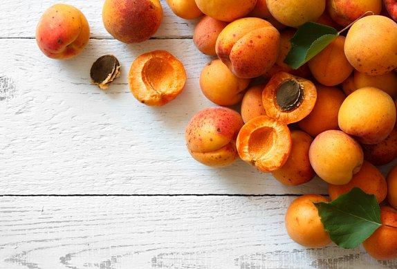 Mandlová buchta s meruňkami