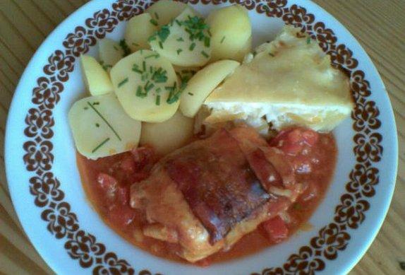 Zapečené brambory s česnekovou omáčkou