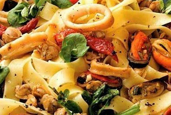 Těstoviny s mořskými plody photo-0