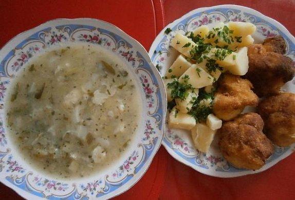 Květáková polévka + obalovaný květák